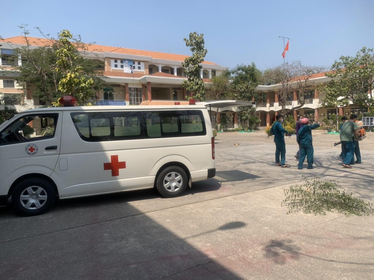 Trường TH Phú Hòa 2: phối hợp TTYT phun thuốc và tổng vệ sinh trường lớp